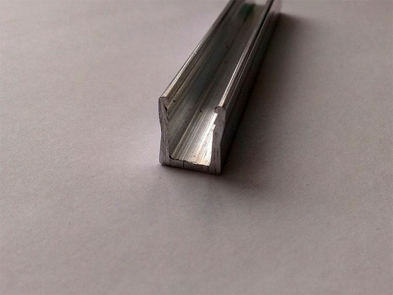 Багет алюминиевый (клиновый) 2 п.м.