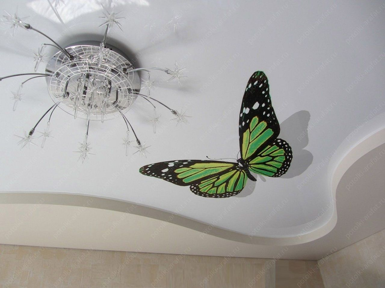 Какой натяжной потолок выбрать: со швом или без шва?