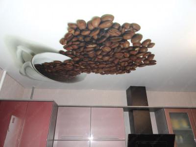 Кухня с натяжным потолком — роскошь или необходимость?